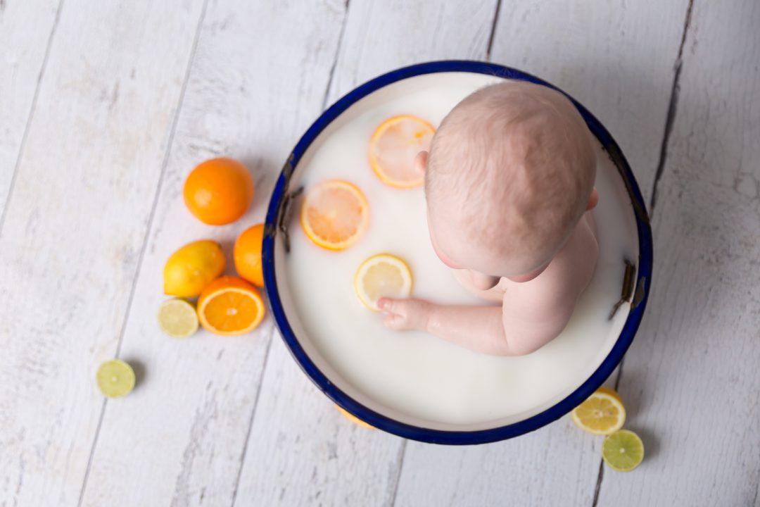 Milchbad Kleinkind