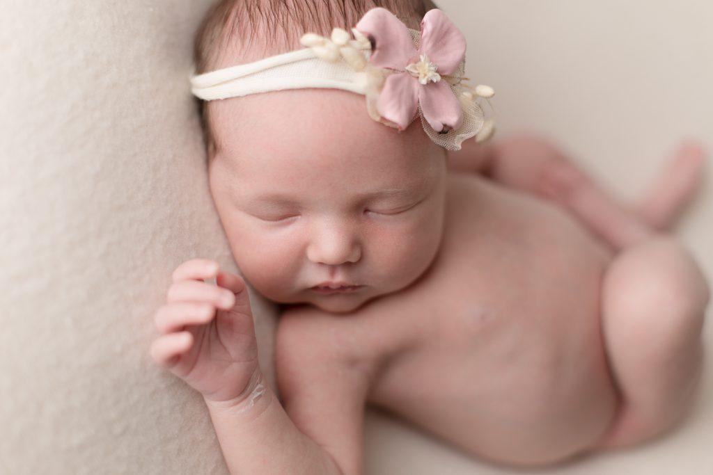Neugeborenenshooting Mädchen